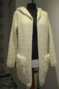 puszysty sweter kardigan CHERRY S M kremowy z kapturem