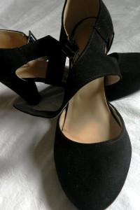Czarne zamszowe czółenka eleganckie 40 i 26 cm