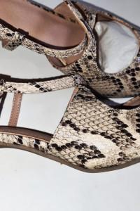 Piękne sandałki wężowe 39