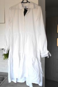 Reserved nowa biała sukienka oversize z popeliny falbany...