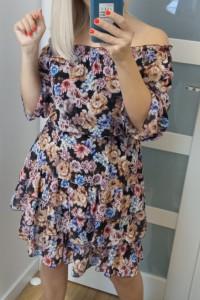 Prześliczna sukienka hiszpanka w kwiaty