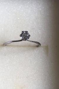 Śliczny srebrny pierścionek z cyrkonią 925