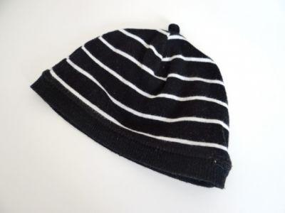 Czapki Czarna czapka w białe paski dla niemowlaka
