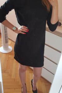 czarna sukienka z długim rękawem...