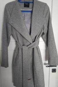 Szary płaszcz Mohito