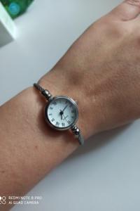 Śliczny elegancki zegarek...