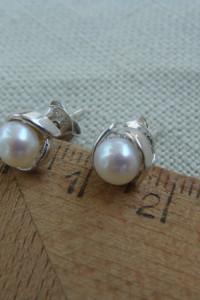 Kolczyki srebrne z perełką