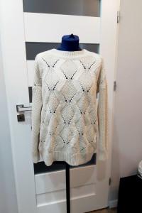 Sweter beżowy marki H&M...