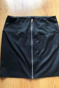 Czarna spódnica z zamkiem