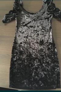 Sukienka welurowa mała czarna z bufkami 36...