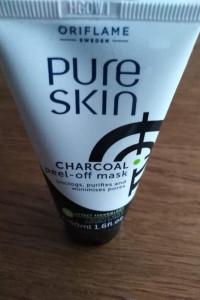 Czarna maseczka z węglem aktywnym Pure Skin...