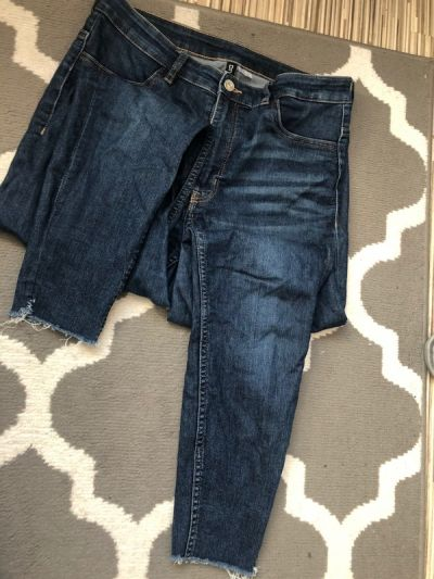 Spodnie Jeansy poszarpane nogawki
