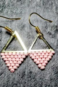 Kolczyki koralikowe trójkąty różowe...