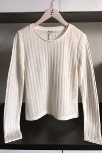 stradivarius kremowy sweterek...