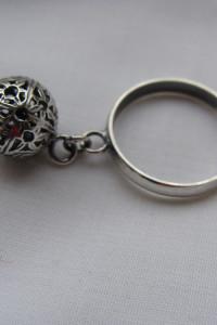 Pierścionek srebrny z kulką