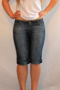 Krótkie biodrówki spodenki jeansy do kolan roz XS Vertus W28