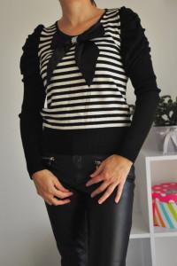 Sweter w paski z kokardą...