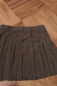 Plisowana spódnica khaki...