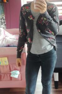 Rozpinany sweterek w kwiaty...