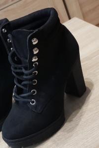 czarne botki...