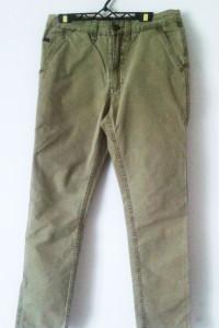 Zielone spodnie khaki Fishbone New Yorker chinosy cygaretki...