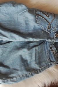 Jeansowe dluzsze spodenki