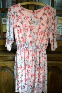 Delikatna nowa sukieneczka w kwiaty 36 38