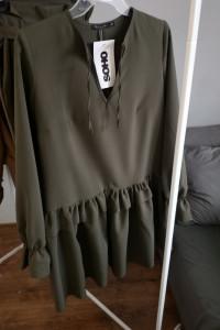 Rozkloszowana sukienka khaki z falbanką