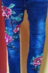 Super spodnie jeansy rurki zdobienia kwiaty perełki hafty...