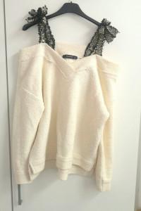 Beżowy sweter z odkrytymi ramionami oversize tweed XS