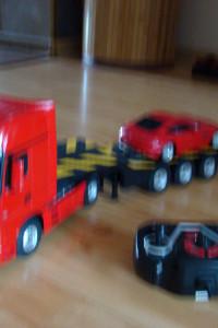 Samochód ciężarowy z przyczepą