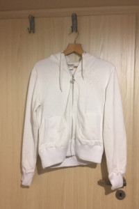 Biała bluza kaptur puszek