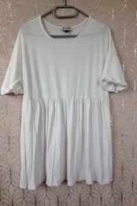 Biała sukienka M L 38 40 elastyczna używana tania krótki rękaw rozkloszowana gładka