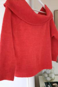 Czerwony sweter z szerokim golfem M H&M