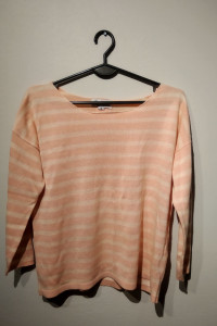 Pastelowy sweterek rozmiar M...