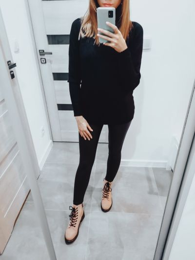 Codzienne Black Outfit with Pink Shoes