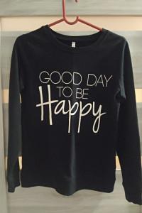 czarna bluza z napisem Good day to be happy