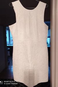 Lekko błyszcząca sukienka H&M...