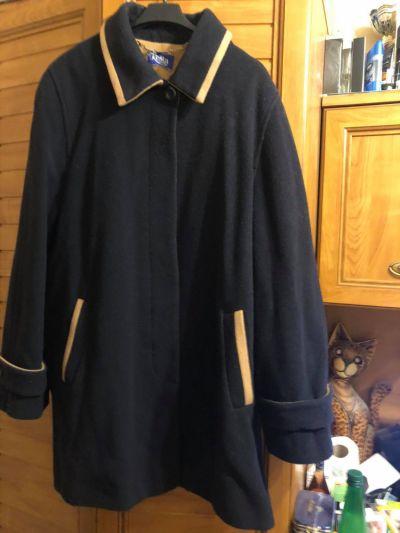 Odzież wierzchnia Luksusowy wełniany krótki płaszcz 48 50 52