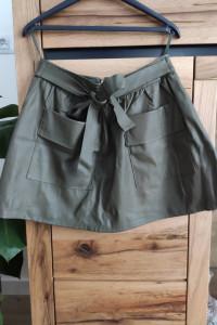 Spódnica krótka rozkloszowana skórzana khaki czarny rozmiar S...