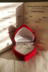Złoty 585 pierścionek z diamentami marki Apart