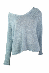 Jasno niebieski sweterek od H&M...
