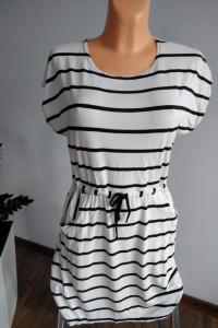 Sukienka w stylu marynarskim