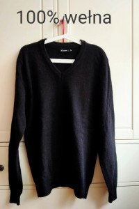 Czarny sweter w serek 100 procent wełna XXL 46
