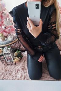 Czarna bluzeczka z pięknymi rękawami
