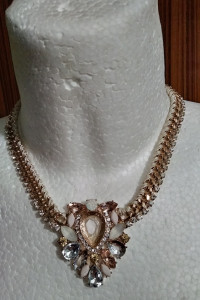 śliczna biżuteria kolie...