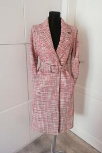 Stylowy płaszcz z paskiem H&M...