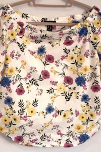Bluzka w kwiaty rozmiar s