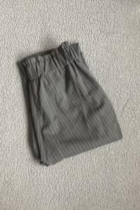 Materiałowe szare spodnie Reserved...