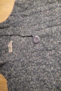 Sweter z wełny z kapturem...